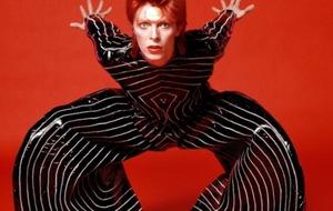 """Bowie, Rosenstock agus """"an slua de mhiseanna"""" atá i ngach duine againn"""