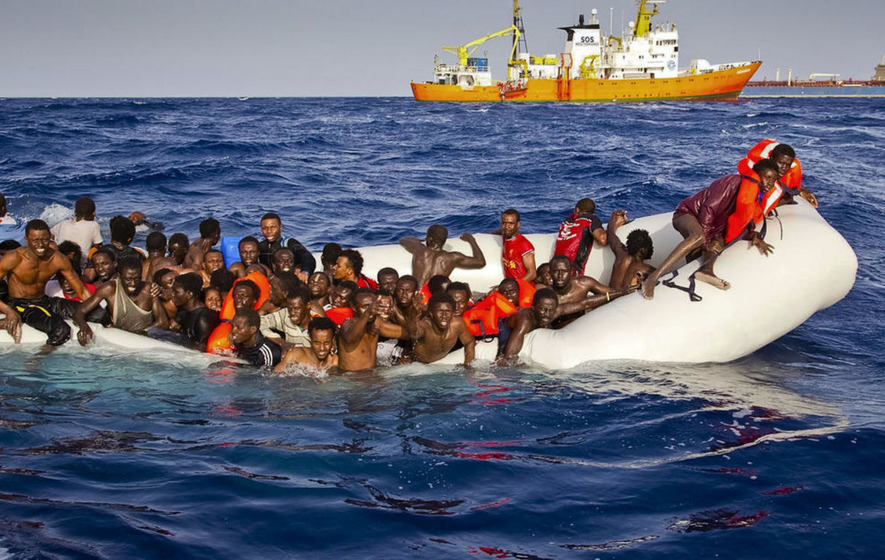 More than 90 refugees dead after boat sinks off coast of Libya