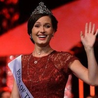 Rose of Tralee Maggie McEldowney to volunteer with charity in India