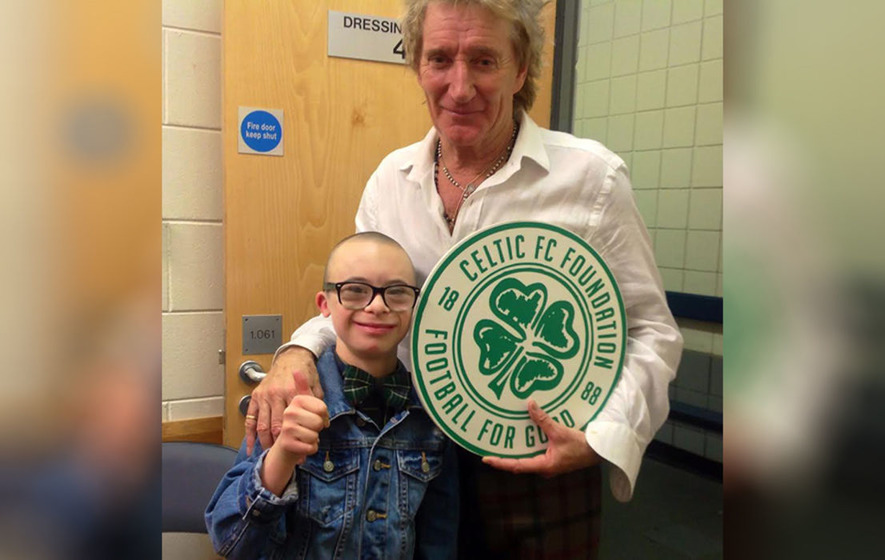 Celtic superfans Jay Beatty and Rod Stewart meet after singer's Belfast gig