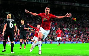 Manchester United extend  Zlatan Ibrahimovic's contract
