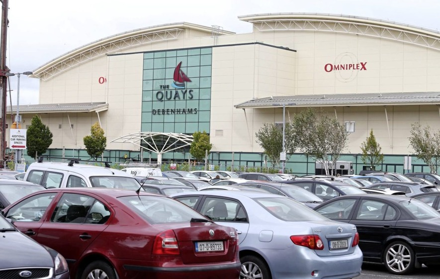 Shoppers from the Republic are heading north for bargains