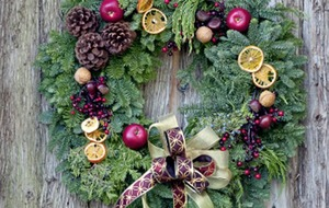 The Casual Gardener: Say welcome with your own wreath