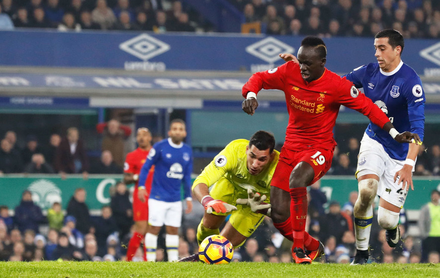 Sadio Mane strikes late for Liverpool to beat Everton