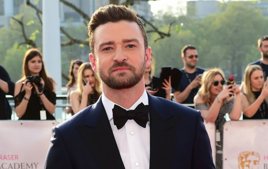 Justin Timberlake shows off his impressive basketball skills