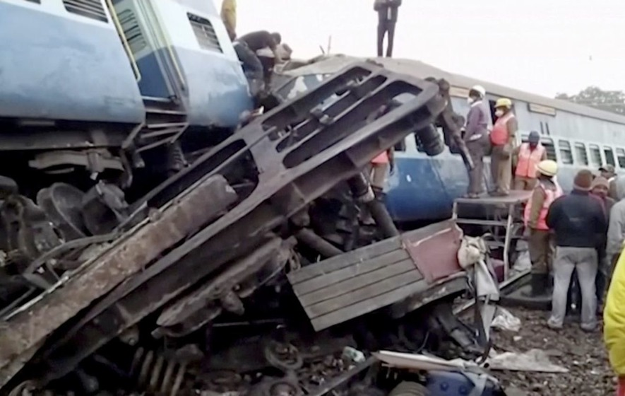 At least 23 killed as train derails in India