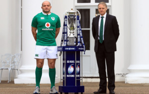 Ireland boss, Joe Schmidt, expects Jonny Sexton to be fit for Scotland clash