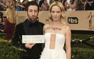 Simon Helberg and Kerry Washington protested against the Muslim travel ban at the SAG Awards