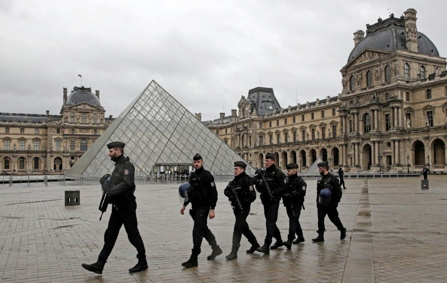 Soldier shoots knife attacker near Paris Louvre museum, reports say