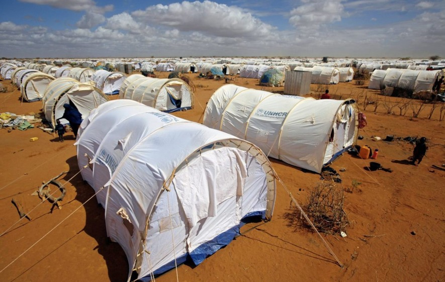 Kenyan court blocks closure of world's biggest refugee camp
