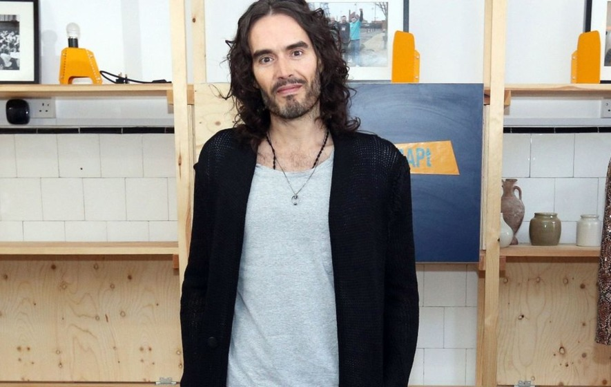 'Absolute gent' Russell Brand creates waves at hair salon