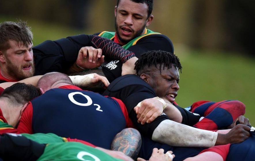 8 pictures of rugby players who look like they've lost something in the scrum