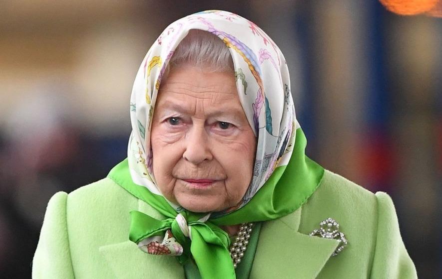 The Queen is hiring someone to tweet on her behalf