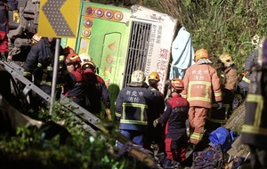 Bus flips over killing 32 tourists in Taiwan