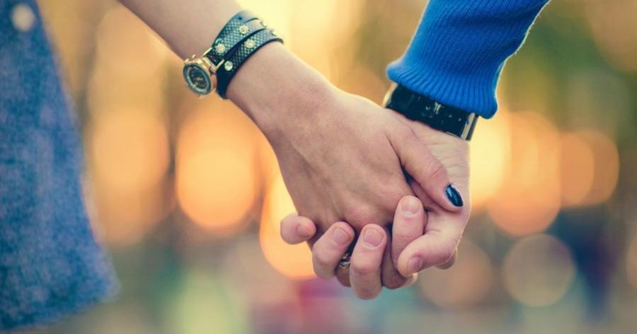 этом как пары держатся за руки психология первой