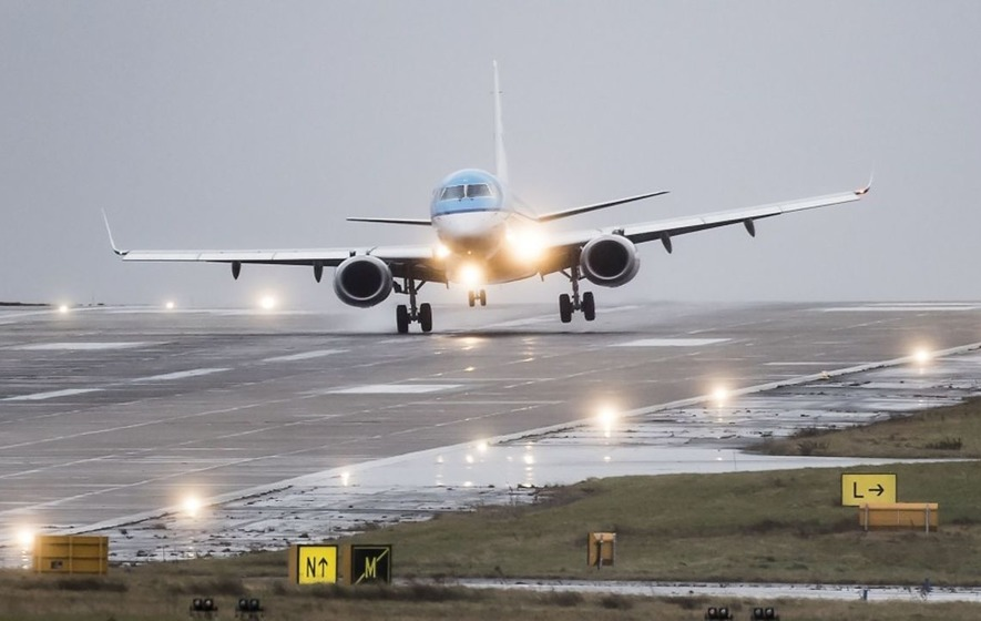 Video: Watch the terrifying moment this plane manages to land during Storm Doris