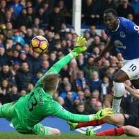 Romelu Lukaku and Chelsea go top of the charts and all the rest from the day's Premier League action