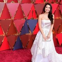 Auli'i Cravalho battles through Oscars performance despite being hit by flag