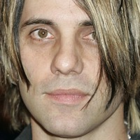 Magician Criss Angel back on stage a day after stunt went wrong