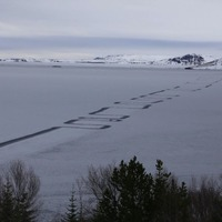 So what caused this strange zig zag pattern to form on a frozen lake in Iceland?