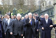 President Clinton urges leaders to complete work for peace