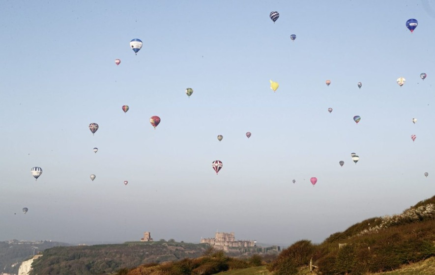 Hot air balloons break world record with Channel crossing