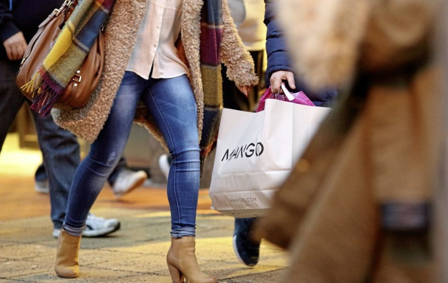 Far fewer people on the high street and in shopping centres says report