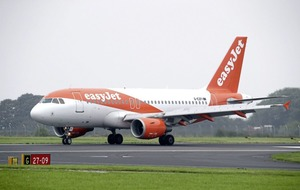 EasyJet says sorry for ordering couple off flight