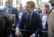 French president urges voters to back centrist candidate to block rise of far right