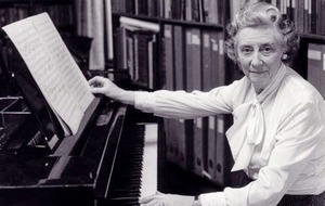 Enniskillen-born pianist and composer honoured with blue plaque