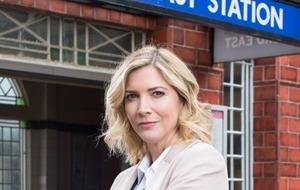 Lisa Faulkner delights fans as she make EastEnders debut