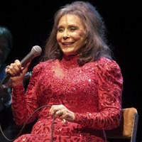 Country music star Loretta Lynn suffers stroke