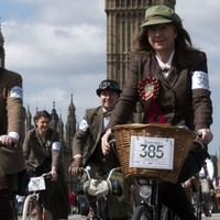 How wonderfully British! Watch cyclists in vintage clothing go on a jolly old cycle through London