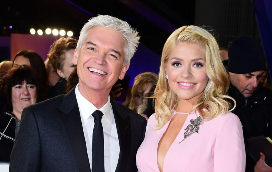 Holly Willoughby apologises to viewers for swearing by guest Kenny Goss