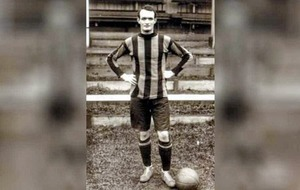 Video: Blue plaque honour for Irish footballer credited with saving FC Barcelona