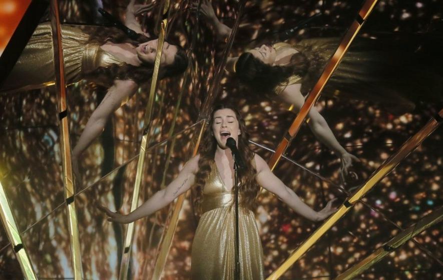 Lucie Jones gives 'stunning' performance in bid to regain Eurovision crown