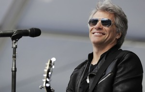 Jon Bon Jovi gives lessons in life to students at graduation ceremony