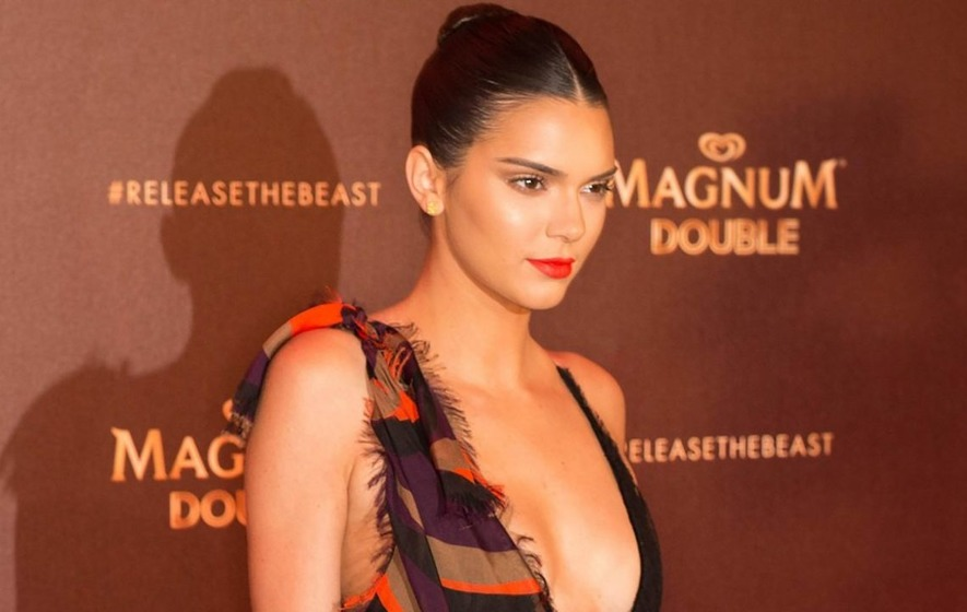 This video of Kendall Jenner falling off her bicycle is hilariously awkward
