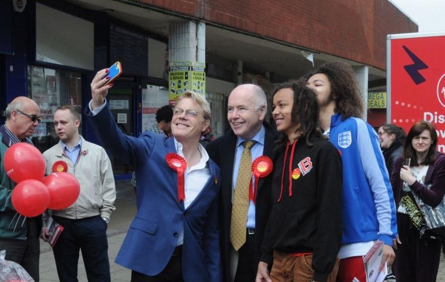 Eddie Izzard backs Jeremy Corbyn as he reveals political ambitions