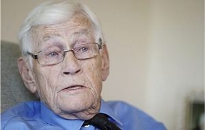 Seamus Mallon in challenge to politicians to stop commemorating the past