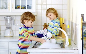 Mummy and daddy's little helpers – when children should do chores