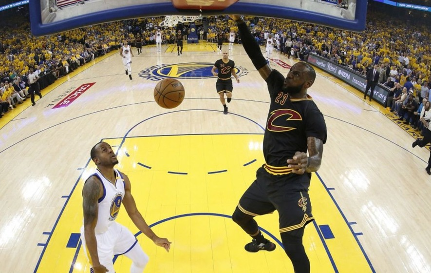 Warriors go 2-0 up over Cavs in NBA Finals