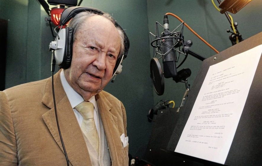 Voice of Wallce and Gromit Peter Sallis dies aged 96