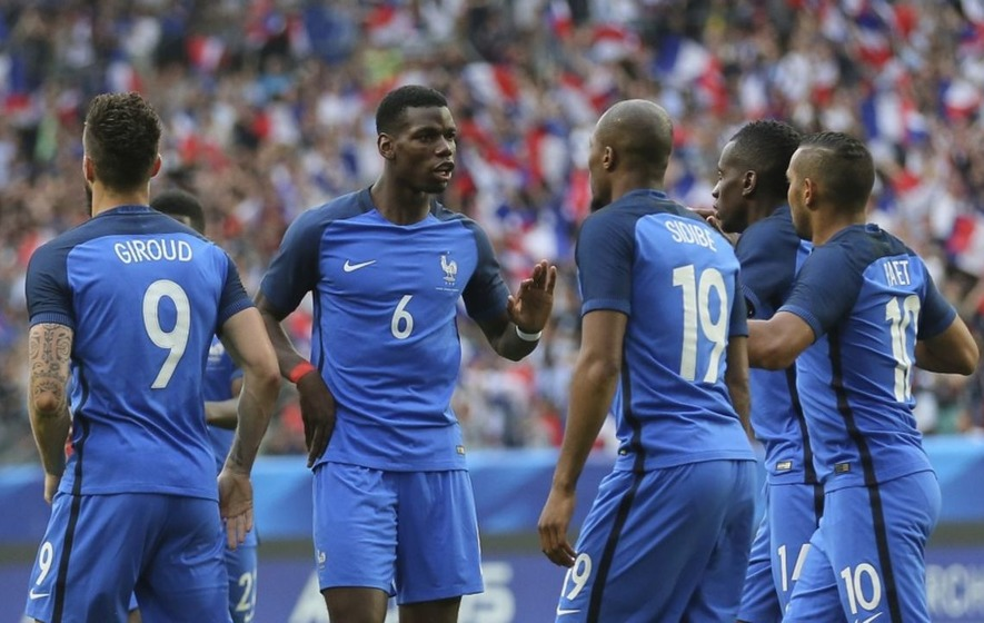 Paul Pogba cannot stop scoring volleys in France training