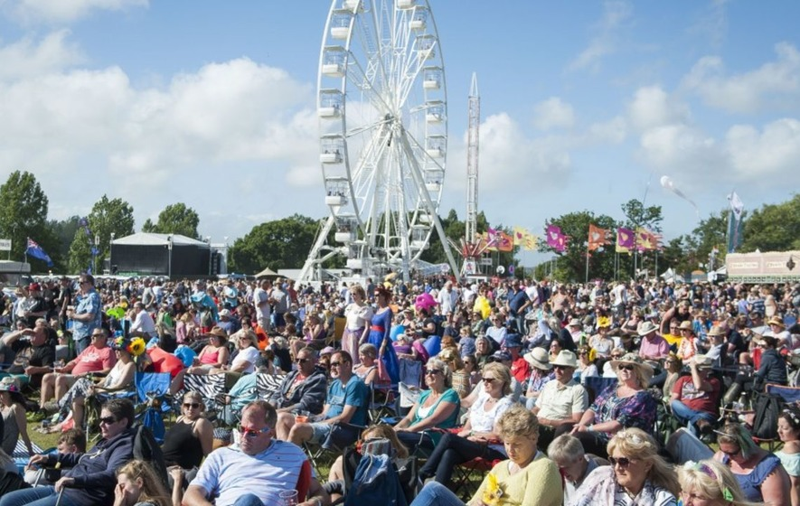Sun shines on music fans as Isle of Wight Festival signs off with Rod Stewart
