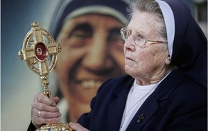 Mother Teresa revered as relic starts Irish journey