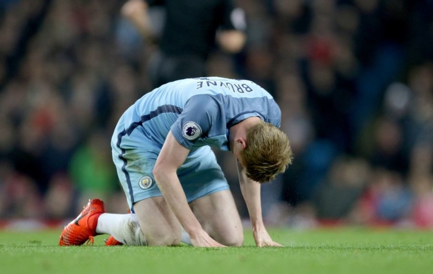 Watch Kevin De Bruyne getting hit in the face with a YouTuber's rabona penalty