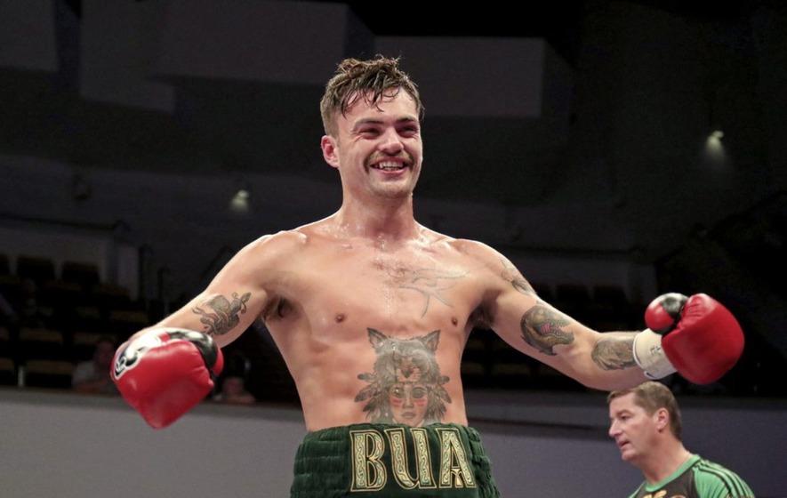 Celebrity boxing tyrone vs brody