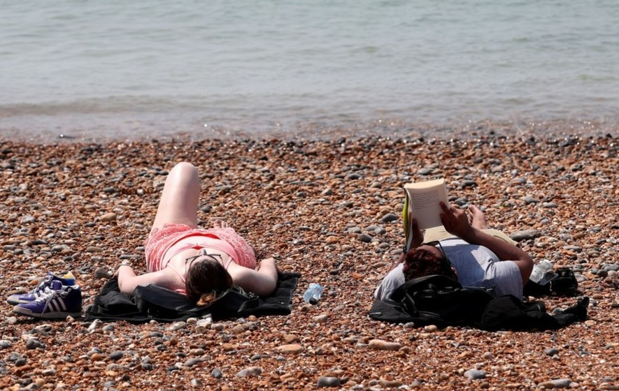 People are dealing with this heatwave in one of two ways