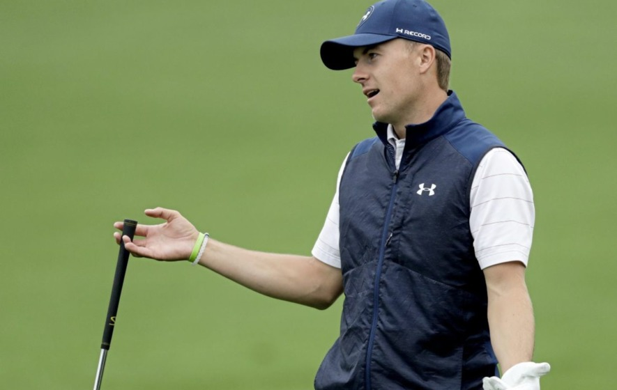 Jordan Spieth takes first round lead at Travelers Championship